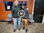 """À 72 ans, il va devenir """"beatmaker"""" pour les rappeurs de Chicago !"""